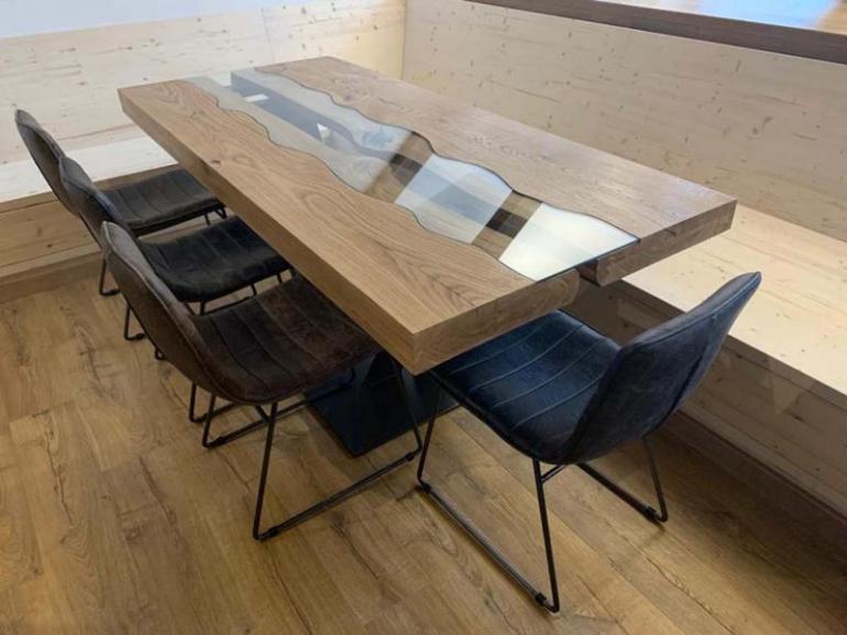 Stůl s řekou – river table