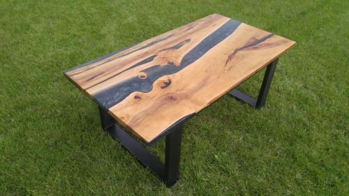 Epoxidový konferenční stolek